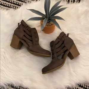 trendy heeled fashion Roxy cage side booties